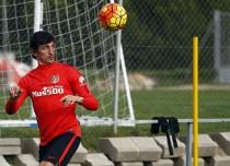 Savic se retira del entreno y Simeone prueba a Saúl de central