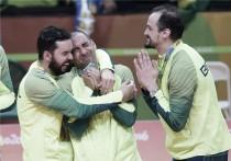 Em sua despedida, líbero Serginho é eleito MVP em seleção com outros três brasileiros