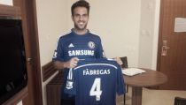 Fábregas signs for Chelsea