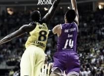 Fenerbahçe vence al Madrid por un discutido tiro libre