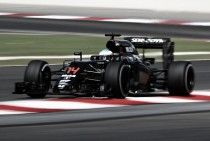 Fernando Alonso se muestra prudente con sus aficionados para 2017