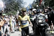 """Chris Froome: """"No sabía qué hacer, me puse en marcha hasta que me dieron una bici neutra"""""""