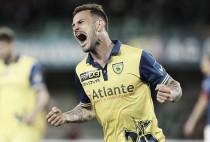 Sem espaço no Chievo, atacante Floro Flores é emprestado ao Bari