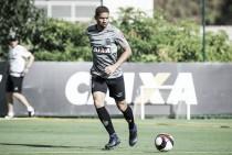 """Zagueiro Gabriel elogia pré-temporada com Roger Machado: """"Melhor possível"""""""