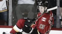 Johnny Gaudreau renueva con los Flames