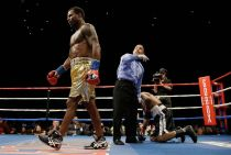 Shane Mosley Successful In Return Bout; Luna Avila And Maureen Shea End In Split Draw