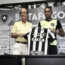 Botafogo anuncia o lateral esquerdo Gilson, ex-América Mineiro