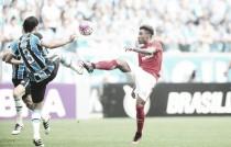 Em clássico equilibrado e polêmico, Grêmio e Internacional empatam na Arena