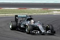 El martillo de Lewis Hamilton vuelve a golpear