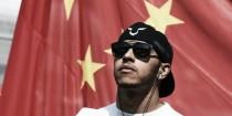 Hamilton sufrirá una sanción de cinco puestos en la parrilla de China