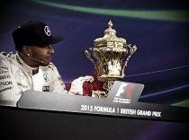 Hamilton è il re di Silverstone, la pioggia regala il 3° posto alla Ferrari