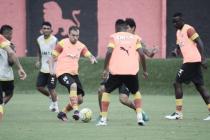 Com volta de atacante Ramallo, Vitória treina para duelo contra o Santos