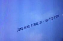 """جماهير اليونايتد ترسل طائرة الى ملعب المادرجال """" عد يا رونالدو """""""