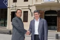 Chen Yansheng se reunió con los alcaldes de Cornellá y El Prat