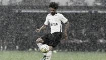 Após repercussão negativa em entrevista, Corinthians anuncia afastamento do volante Cristian