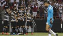 Jô decide novamente, Corinthians vence São Paulo e abre vantagem nas semifinais do Paulistão