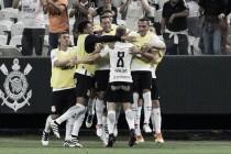 Corinthians vence com pênalti duvidoso e afunda Internacional na degola