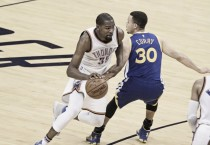 Kevin Durant firma con los Golden State Warriors