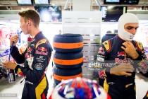 Daniil Kvyat to remain at Toro Rosso