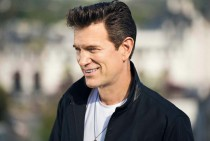'First comes the night' es lo nuevo de Chris Isaak