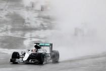 Lewis Hamilton gana una carrera caótica en Silverstone