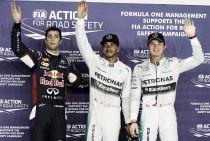 Lewis Hamilton se hace con la pole en la noche de Singapur