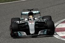 Lewis Hamilton resiste à pressão da Ferrari e crava pole position na China