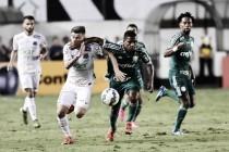 """Visado pelos jogadores do Palmeiras, Lucas Lima reclama: """"O árbitro estava louco para me tirar do jogo"""""""
