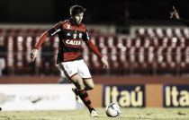 Mugni agrada em nova posição e Luxemburgo garante permanência do jogador no Flamengo