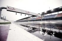 Rischio pioggia e riflessi dei fari sul bagnato, la MotoGP si interroga sulla sicurezza