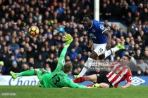 Everton 2-0 Sunderland: Toffees comfortable win leaves former boss Moyes' men rooted to the bottom