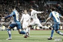 Las mocitas madrileñas van alegres y risueñas porque hoy golea su Madrid