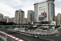 Hamilton senza rivali nel venerdì di Baku, Ferrari in crisi