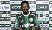 Michel Bastos minimiza críticas e aposta em títulos no Palmeiras
