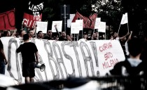Milan, i tifosi ad Arcore contestano e chiedono chiarezza a Silvio Berlusconi