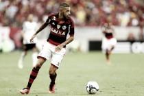 Vitória acerta acordo com Flamengo e atacante Paulinho é confirmado como novo reforço