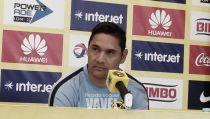Moisés Muñoz hace evidente su molestia con la prensa