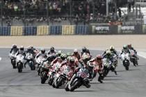 Rossi logra la pole y hace vibrar a la afición italiana
