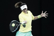 Australian Open: Garbiñe Muguruza edges Samantha Crawford to progress