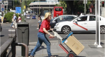 El Gobierno se compromete a equiparar las condiciones laborales y salariales de mujeres y hombres