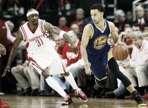 Stephen Curry dá um show, Warriors vence Rockets e fica a uma vitória das finais da NBA