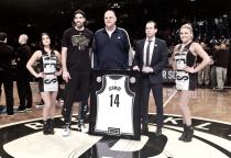Oscar Schmidt recebe homenagem do Brooklyn Nets