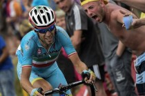 Giro : Nibali relance la course, Chaves en rose