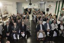 Los 100 socios béticos más antiguos son homenajeados por la entidad