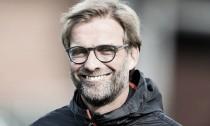 """Klopp espera melhora do time com Philippe Coutinho: """"Ajuda a toda a equipe quando está 100%"""""""