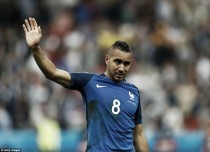 Payet unlikely to leave West Ham, says agent