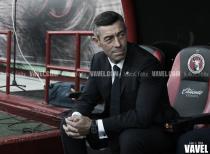 Pedro Caixinha vuelve a los entrenamientos tras breve cirugía