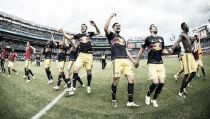 Red Bulls embisten el derbi