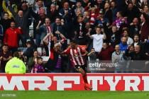 Reports: Crystal Palace place £7m bid for Sunderland full-back Patrick van Aanholt