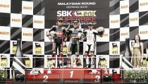 Jonathan Rea reina en el caos malayo